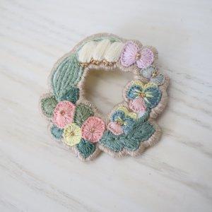 R4 刺繍ブローチ circle flower 1