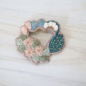 R4 刺繍ブローチ circle flower 3