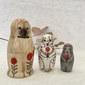 tourbillonn マトリョーシカ 「犬と赤いピンポンマム」