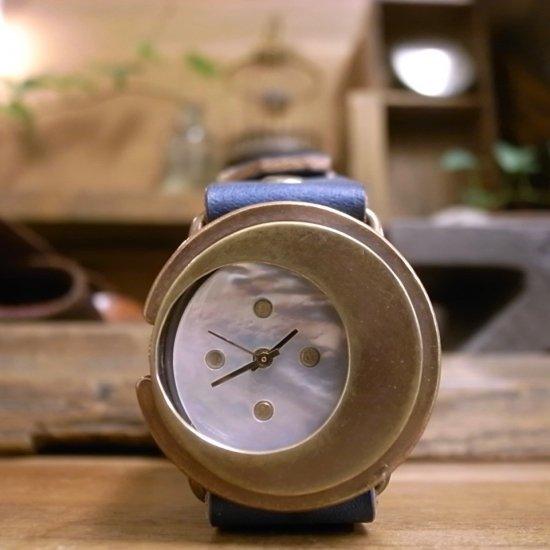 三日月の腕時計