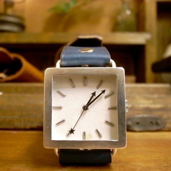 大きくて見やすいシンプルな腕時計