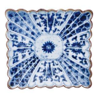 染付割地紋 菊割長角六寸皿