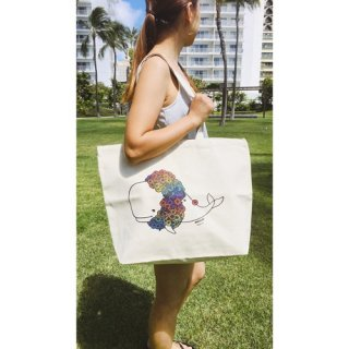 『Kris Goto』ハワイアンなアートのキャンバストートバッグ「Mahalo Whale」をタウンユースでの商品画像