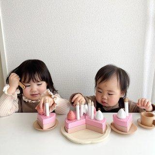 木製いちごケーキ