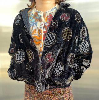 <img class='new_mark_img1' src='https://img.shop-pro.jp/img/new/icons14.gif' style='border:none;display:inline;margin:0px;padding:0px;width:auto;' />Used Metallic Embroidery Velour Zip Jacket