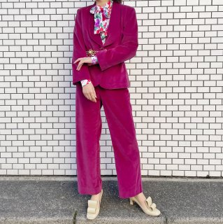 <img class='new_mark_img1' src='https://img.shop-pro.jp/img/new/icons14.gif' style='border:none;display:inline;margin:0px;padding:0px;width:auto;' />Used Pink Velour Set up Suits