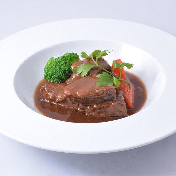 とろけるおいしさ!国産牛肉のデミグラスソース煮込み