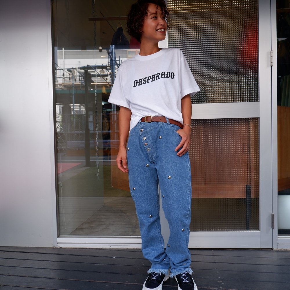 <img class='new_mark_img1' src='https://img.shop-pro.jp/img/new/icons1.gif' style='border:none;display:inline;margin:0px;padding:0px;width:auto;' />【MARQUES ALMEIDA】 SLANTED CROTCH JEANS WITH STUDS