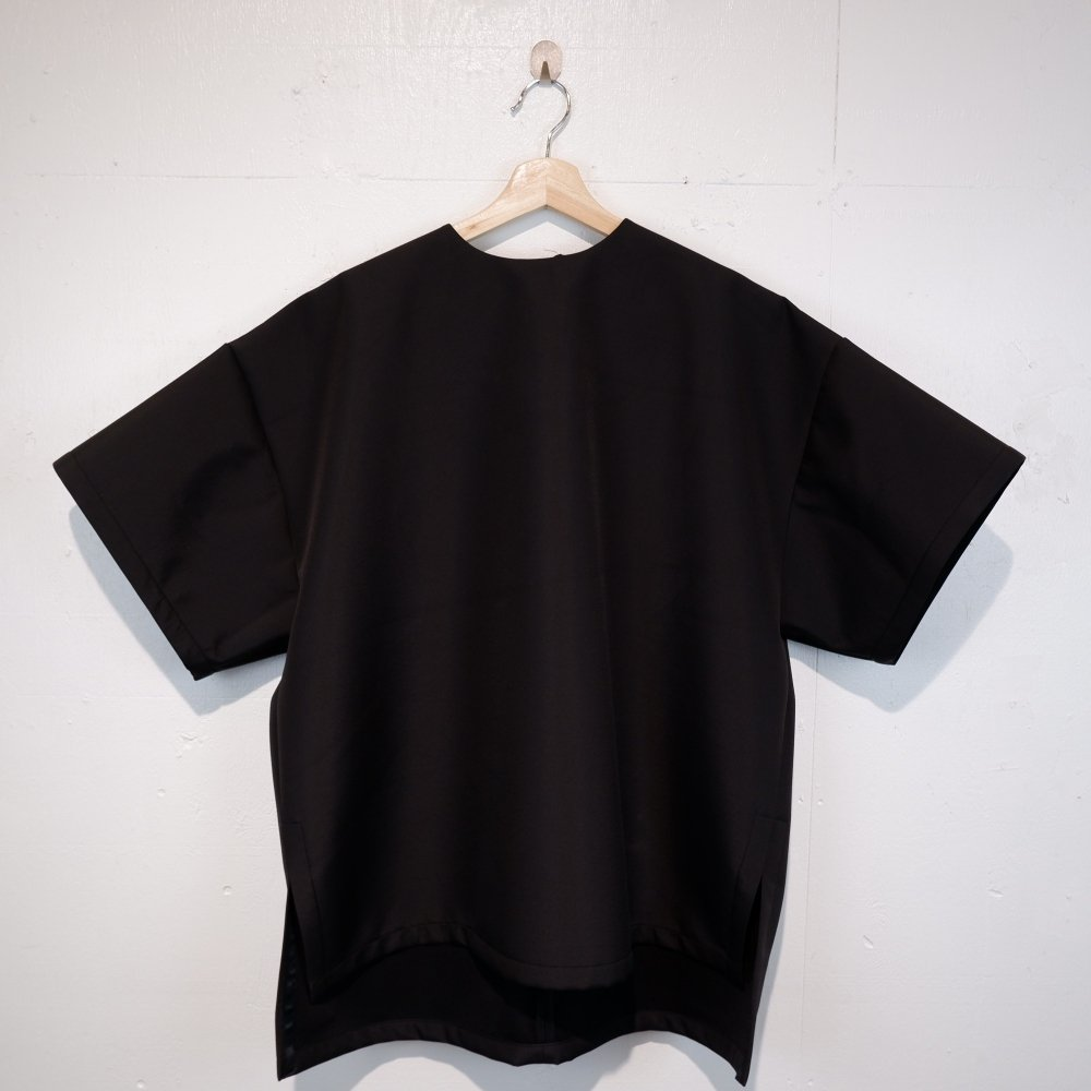 <img class='new_mark_img1' src='https://img.shop-pro.jp/img/new/icons1.gif' style='border:none;display:inline;margin:0px;padding:0px;width:auto;' />【FORM OF INTEREST】 NOW BLACK OVERSIZED T−SHIRT