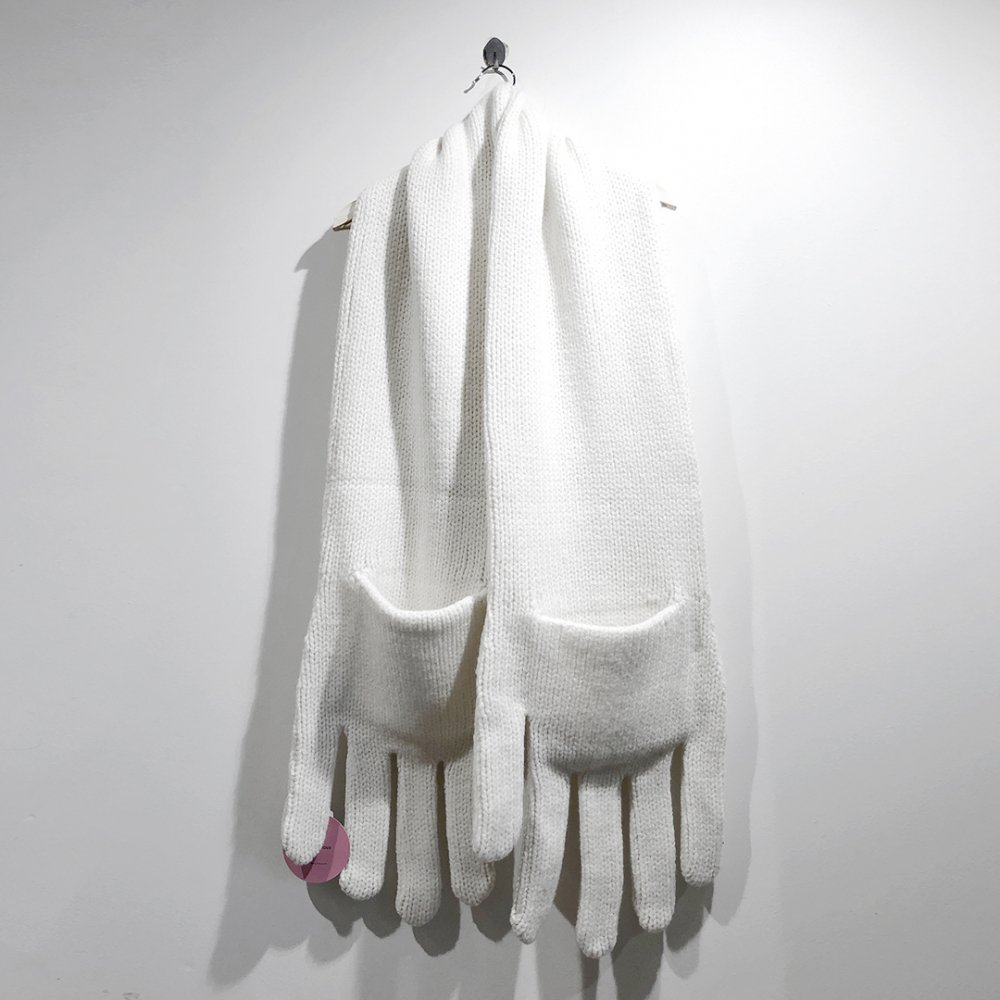 """<img class='new_mark_img1' src='https://img.shop-pro.jp/img/new/icons1.gif' style='border:none;display:inline;margin:0px;padding:0px;width:auto;' />【INFANONYMOUS】 """"Hand"""" Knit Scarf  (WHITE)"""