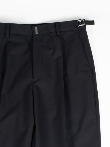 ONE TUCK TAPERED PANTS BLACK