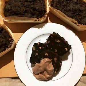 2月のお菓子 小豆たんぽぽコーヒーブラウニー クリーム添え(グルテンフリー)