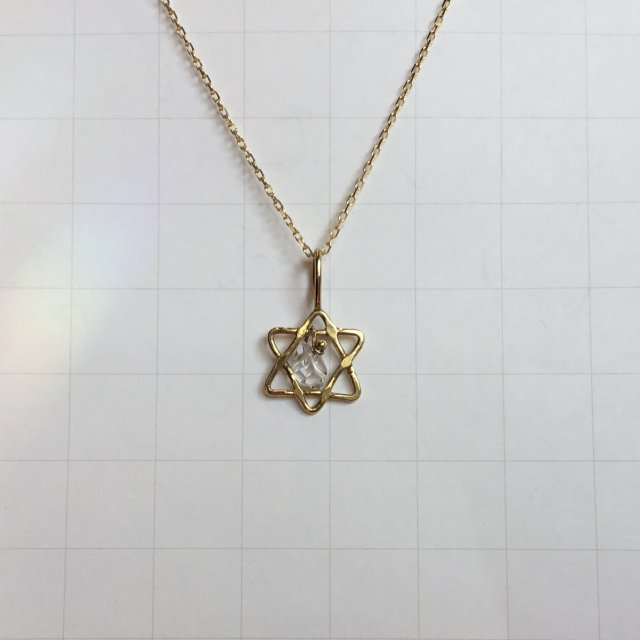 ハーキマーダイヤモンドのペンダント 0.5ct