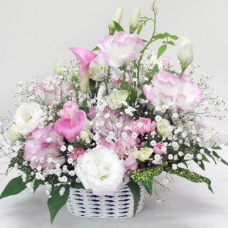 【供花】カラーとトルコキキョウの淡い感じのお供え花アレンジメント