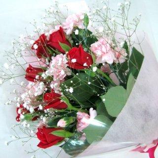 【誕生日・お祝い】赤バラとスプレーカーネーションの花束・・・美麗