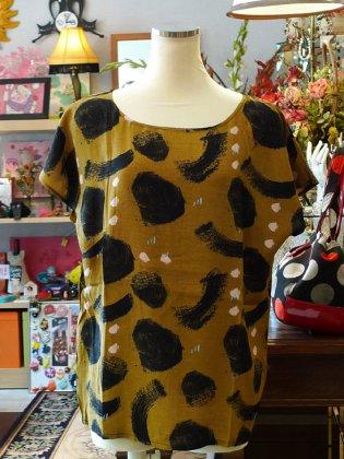 ブラウス 半袖 黄土色 モダン柄 春夏パリレディースファッション
