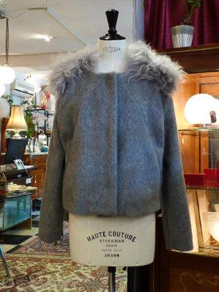 コート 毛足の長いファーが可愛らしく付いてます パリ作家