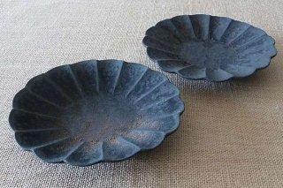 鉄釉 輪花皿