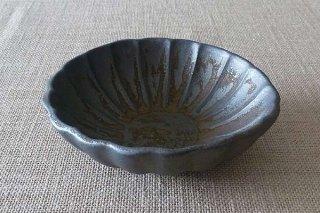 錆金釉  輪花鉢